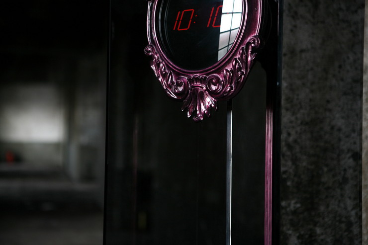 Carved digital clock made from mahogany. The pendulum is composed by stainless steel and it's inside a tempered glass box. Hand carved mahogany base covered in silver leaf and finished with a high gloss translucent varnish.