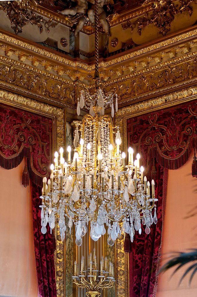 679px-Grand_chandelier_NIII_Louvre  Mood board: 50 Exuberant Chandeliers 679px Grand chandelier NIII Louvre