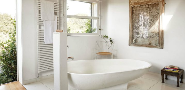 10 white bathrooms that will make you feel serene➤Discover the season's newest designs and inspirations. Visit us at www.designbuildideas.eu #designbuildideas #homedecorideas #colorschemeideas @designbuildideas