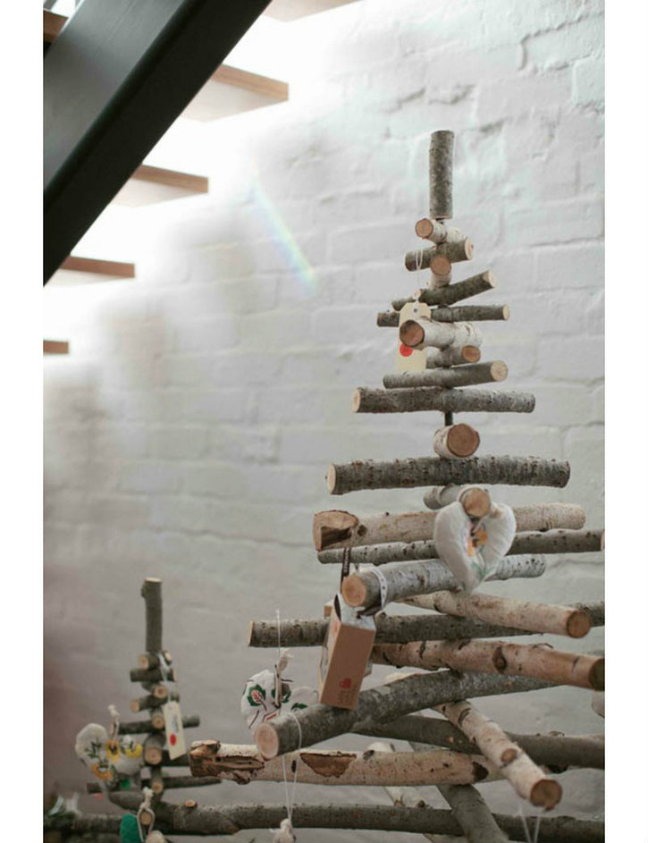 Complete your Christmas with these 9 Modern Christmas Tree Ideas➤Discover the season's newest designs and inspirations. Visit us at www.designbuildideas.eu #designbuildideas #homedecorideas #colorschemeideas @designbuildideas modern christmas tree ideas Complete your Christmas with these 9 Modern Christmas Tree Ideas Complete your Christmas with these 9 Modern Christmas Tree Ideas 7