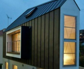 Be Amazed by This Small Triangular House with an Impressive Interior➤Discover the season's newest designs and inspirations. Visit us at www.designbuildideas.eu #designbuildideas #homedecorideas #colorschemeideas @designbuildideas