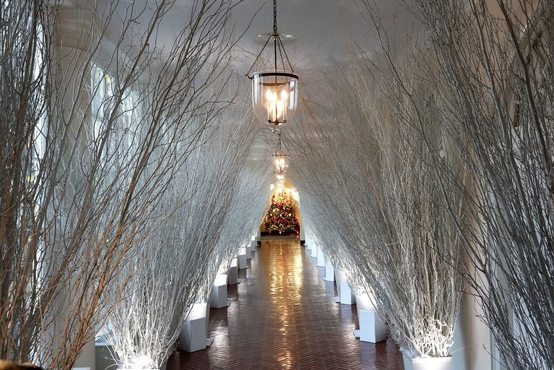 Melania Trump Unveils Long-awaited 2017 White House Christmas Decorations - Christmas 2017 - White House Christmas Tours 2017 ➤ Discover the season's newest designs and inspirations. Visit Design Build Ideas at www.designbuildideas.eu #designbuildideas #WhiteHouse #ChristmasDecorations #MelaniaTrump #Christmas2017 @designbuildidea white house christmas decorations Melania Trump Unveils White House Christmas Decorations Melania Trump Unveils Long awaited 2017 White House Christmas Decorations Christmas 2017 White House Christmas Tours 2017 4