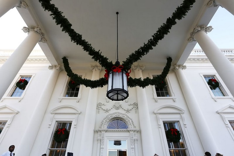Melania Trump Unveils Long-awaited Christmas Decorations at the White House - Christmas 2017 - White House Christmas Tours 2017 ➤ Discover the season's newest designs and inspirations. Visit Design Build Ideas at www.designbuildideas.eu #designbuildideas #WhiteHouse #ChristmasDecorations #MelaniaTrump #Christmas2017 @designbuildidea