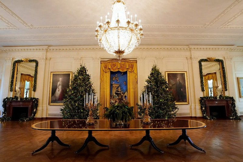 Melania Trump Unveils Long-awaited 2017 White House Christmas Decorations - Christmas 2017 - White House Christmas Tours 2017 ➤ Discover the season's newest designs and inspirations. Visit Design Build Ideas at www.designbuildideas.eu #designbuildideas #WhiteHouse #ChristmasDecorations #MelaniaTrump #Christmas2017 @designbuildidea white house christmas decorations Melania Trump Unveils White House Christmas Decorations Melania Trump Unveils Long awaited 2017 White House Christmas Decorations Christmas 2017 White House Christmas Tours 2017 8