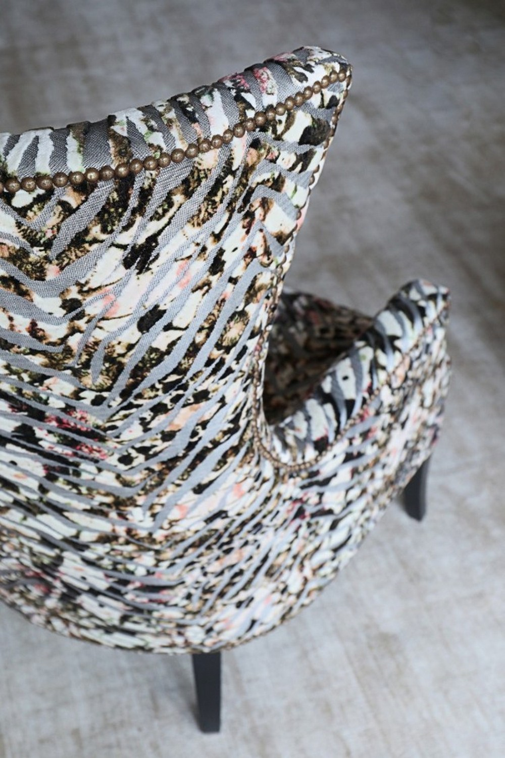 Flora Fabrics: how you can apply this trend to your decor flora fabrics Flora Fabrics: how you can apply this trend to your decor dukono armchair brabbu interior design trends 2019 fauna patterns