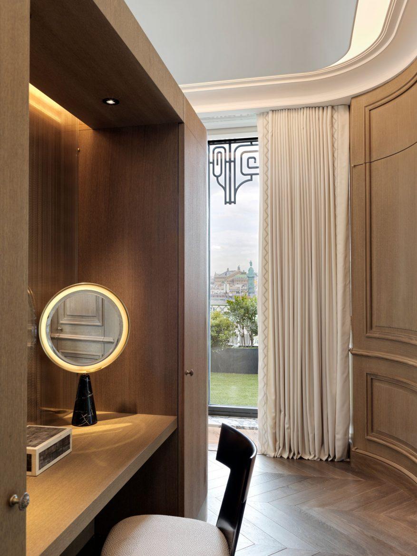 Belle Etoile Suite at Hotel Le meurice 17